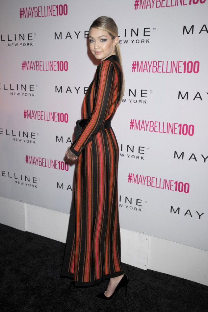 Photos : Gigi Hadid : toutes jambes dehors pour les 100 ans de Gemey Maybelline !