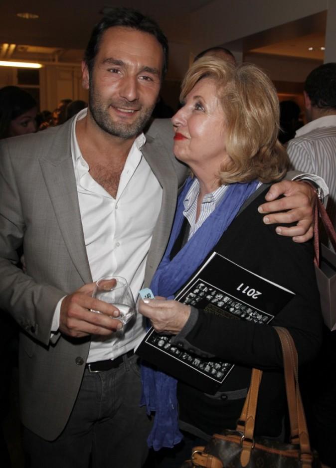 Gilles prend la pose avec sa maman Isabelle !
