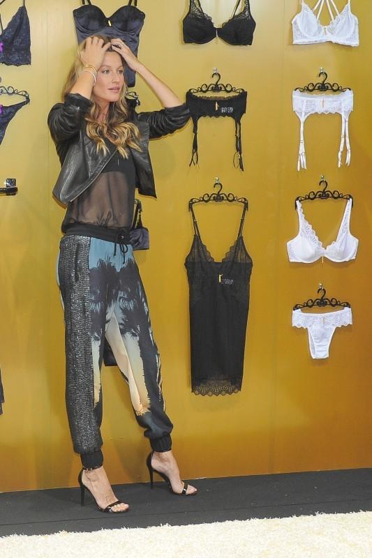 Gisele Bündchen lors du lancement de sa ligne de lingerie à Sao Paulo, le 16 juin 2013.