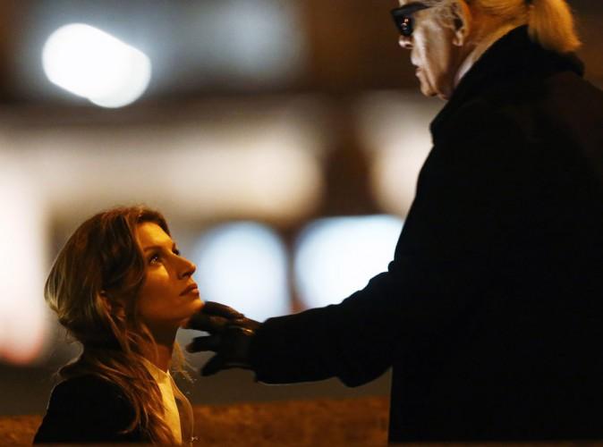 Gisele Bündchen : shooting nocturne parisien avec Karl Lagerfeld !