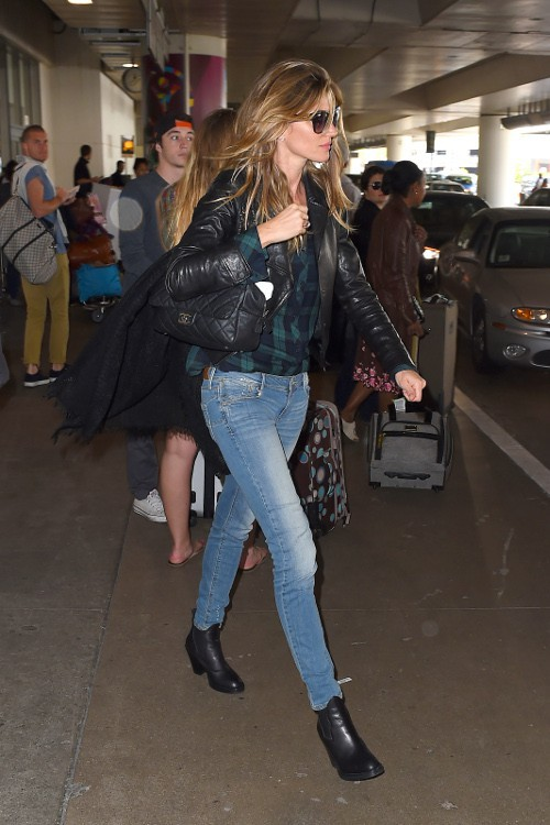 Gisele Bündchen à l'aéroport de Los Angeles le 19 avril 2015