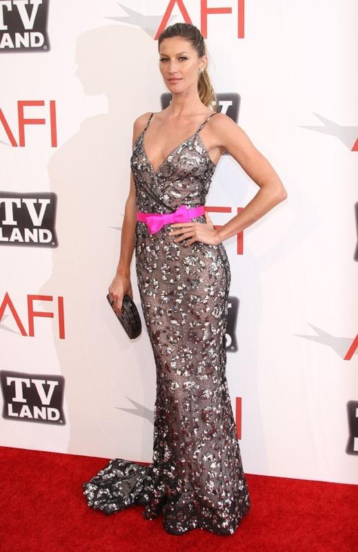 Gisele Bundchen, magnifique dans sa robe Oscar De La Renta !
