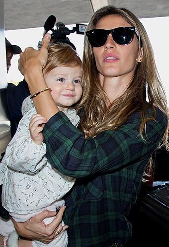 Gisele Bundchen et sa fille Vivian à Los Angeles le 9 février 2014