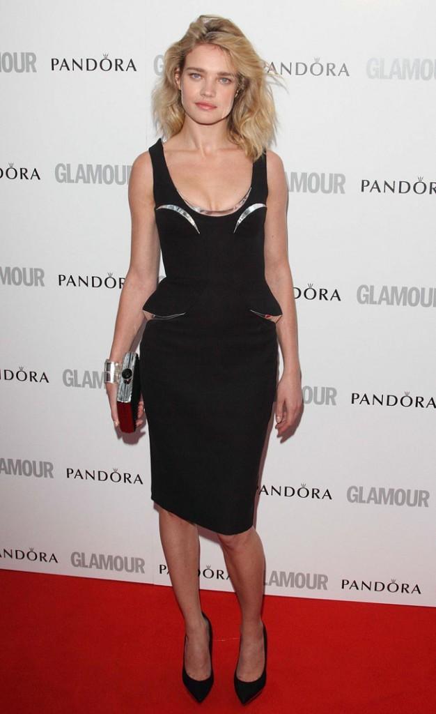 Simplement sexy dans sa petite robe noire...