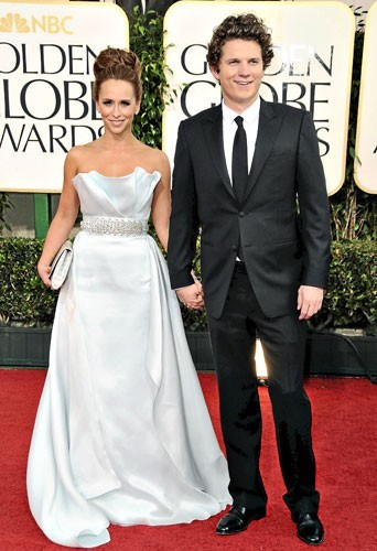 Golden Globes 2011 : le couple de stars Jennifer Love Hewitt et Alex Beh