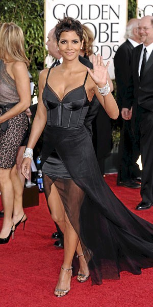 Golden Globes 2011 : le look de Halle Berry