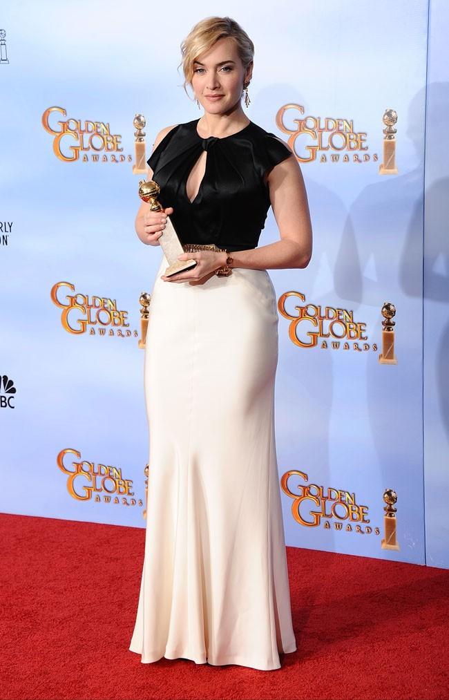 Superbe dans sa robe bicolore !