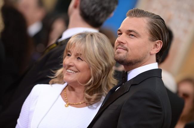 Leonardo DiCaprio et sa mère Irmelin lors de la cérémonie des Golden Globes à Beverly Hills, le 12 janvier 2014.