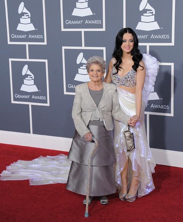 Katy Perry a un coeur gros comme ça : elle a emmené sa grand-mère aux Grammy Awards !