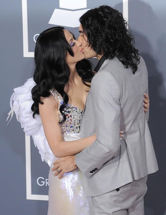 Trop mignons, Katy Perry et Russel Brand sont hyper amoureux...et n'hésitent pas à le montrer !