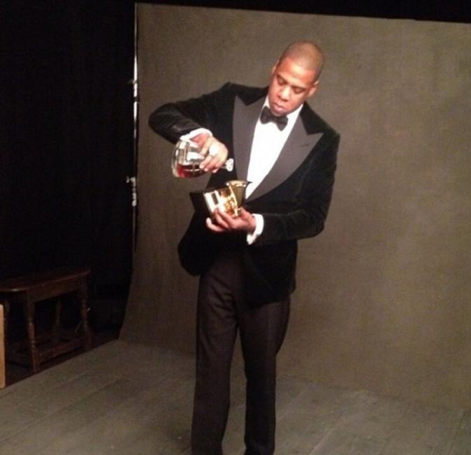 Jay-Z quant à lui s'est trouvé un nouveau verre !