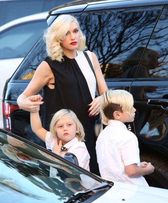 Gwen Stefani et ses deux garçons à Los Angeles, le 24 décembre 2013.