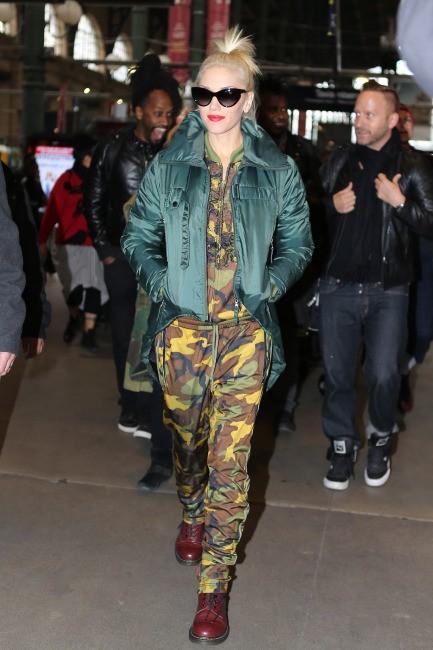 Gwen Stefani arrive à la Gare du Nord