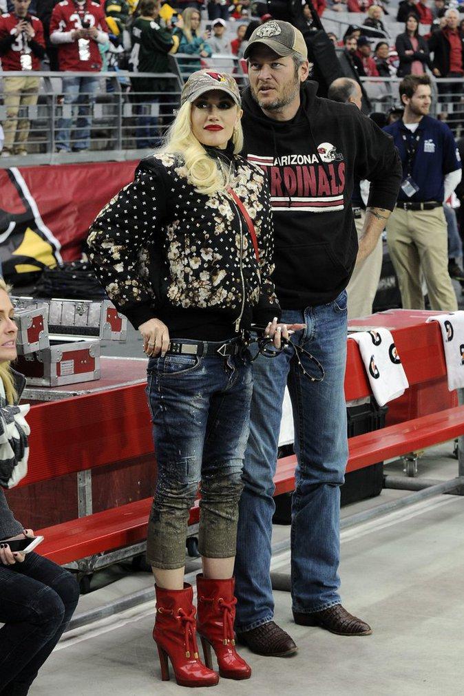 Gwen Stefani et Blake Shelton au stade en amoureux !