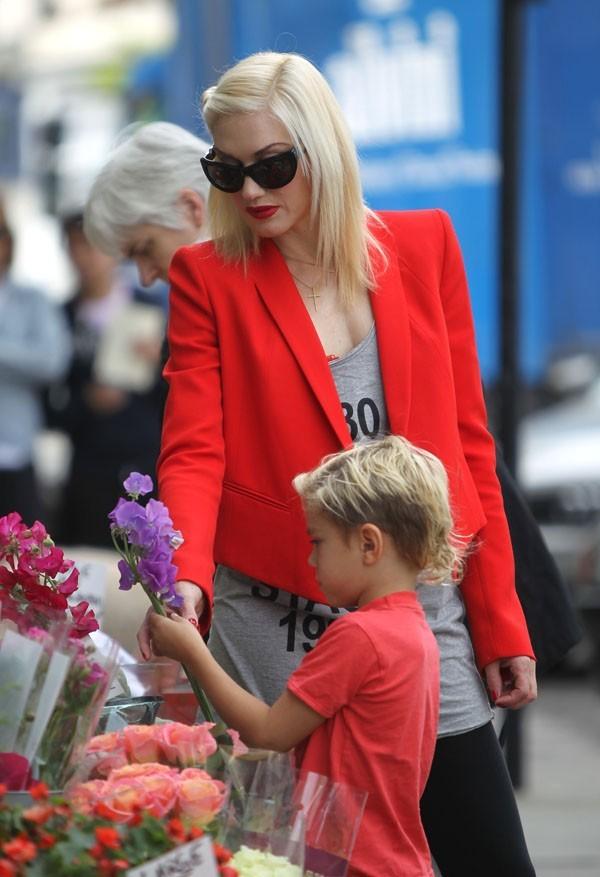 Trop mignon, Kingston veut acheter des fleurs !