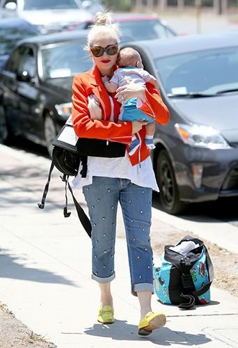 Gwen Stefani avec son bébé et son sac à langer CYBEX by Jeremy Scott à Los Angeles le 25 mai 2014