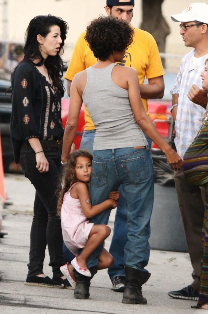 Halle Berry et sa fille Nahla sur le tournage du film The Hive en Californie, le 19 juillet 2012.