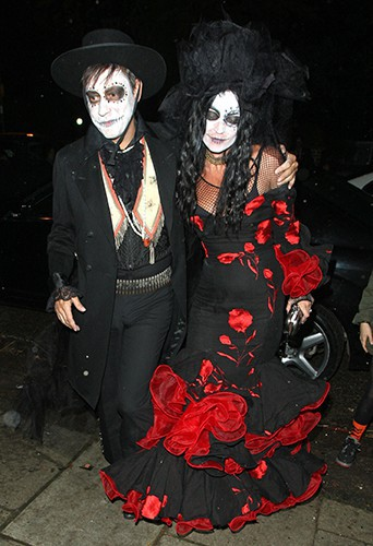 Photos : Halloween 2013 : qui se cache derrière ce couple super lugubre ?