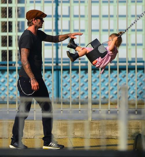 Photos : Harper Beckham : elle plane complétement avec son papa chéri !