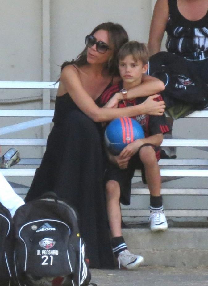 Victoria Beckham et son fils Romeo, lors d'un match de foot à Los Angeles, 29 septembre 2012.