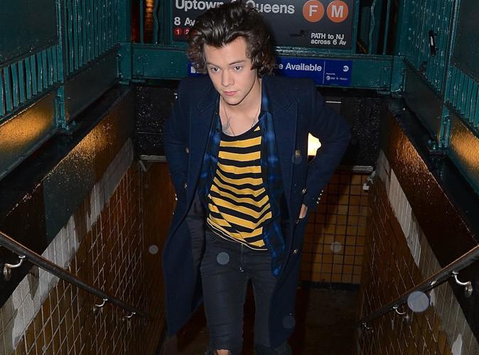 Harry Styles à la sortie d'une bouche de métro de New-York le 6 décembre 2013