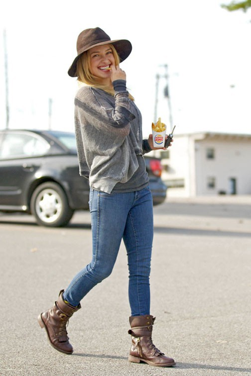 Hayden Panettiere à la sortie d'un fast food de Los Angeles le 21 octobre 2013