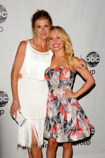 Hayden Panettiere et Connie Britton lors de la soirée ABC à Hollywood, le 27 juillet 2012.
