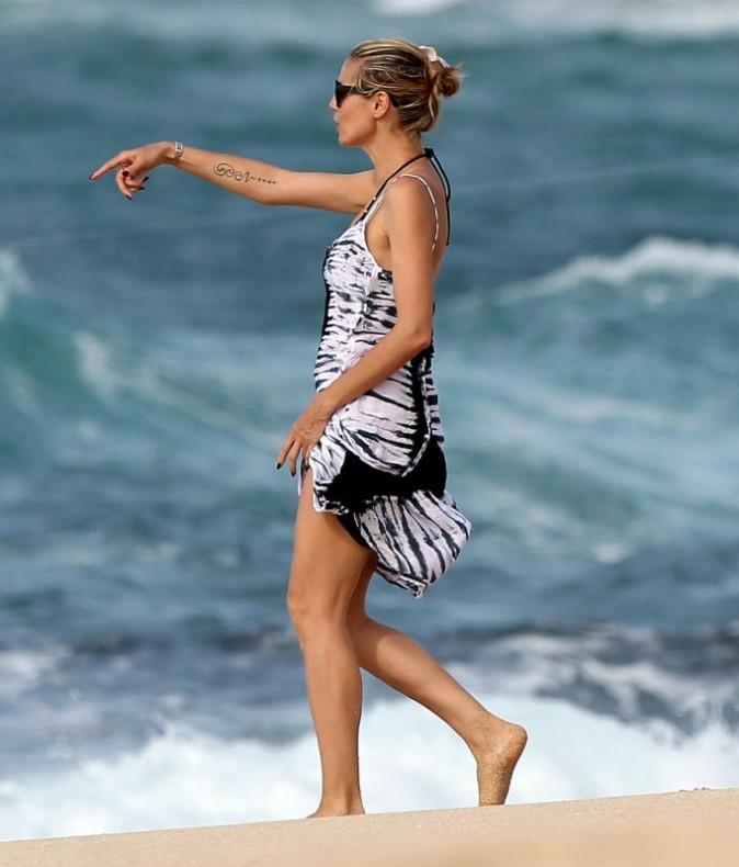 Heidi Klum le 1er avril 2013 sur une plage à Hawaii