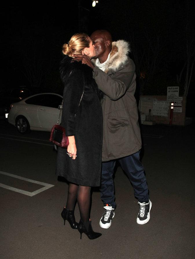 Photos : Heidi Klum et Seal : Très proches pour noël, ils partagent un baiser
