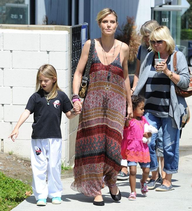 Avec ses enfants et sa maman Erna Klum