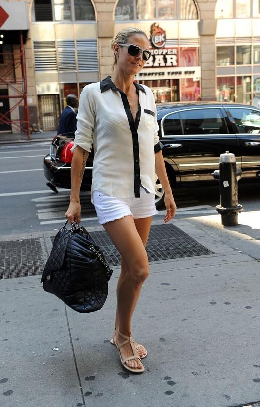 Elle sait qu'elle a de belles gambettes !