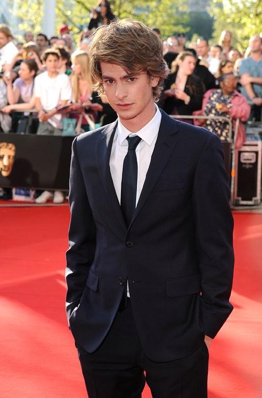 Andrew devrait apprendre à se montrer plus photogénique sur les tapis rouges !