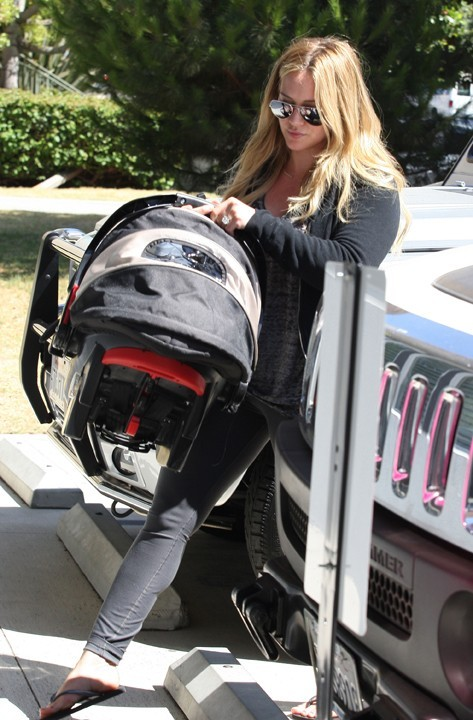 Hilary Duff va à son cours de Pilates à Los Angeles le 28 août 2012