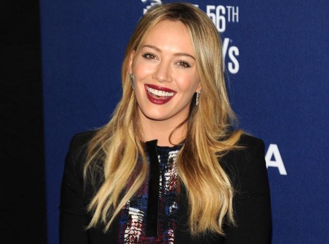 Hilary Duff : en mode happy face pour son premier tapis rouge depuis l'annonce de son divorce !