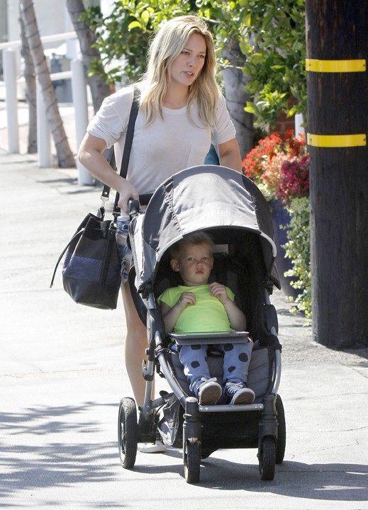 Hilary Duff avec son fils Luca à West Hollywood le 30 août 2014