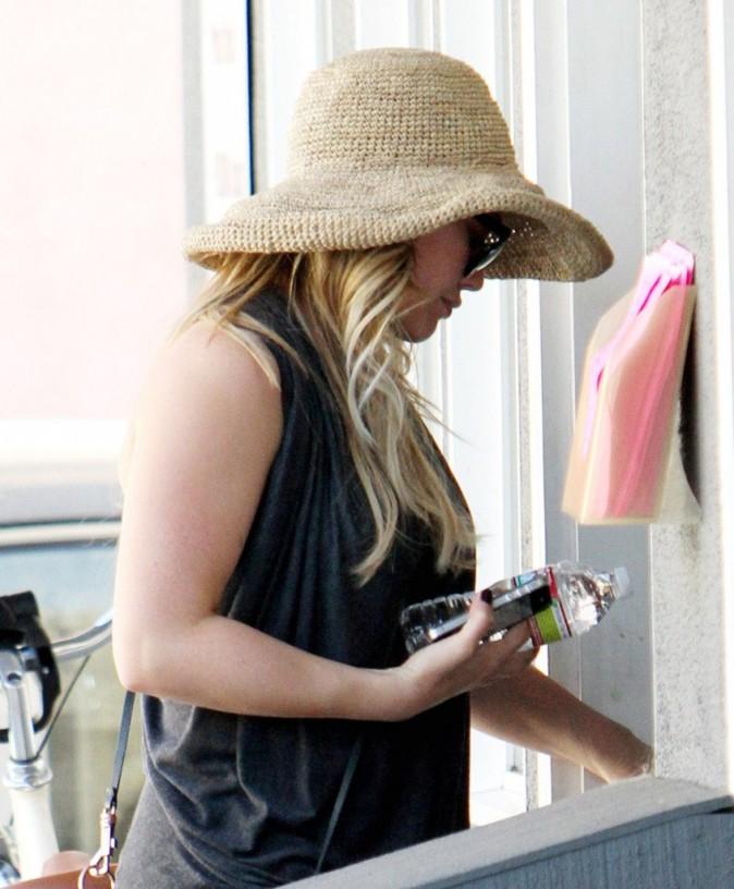 Hilary Duff en balade à bicyclette à Toluca Lake, le 31 août 2011.