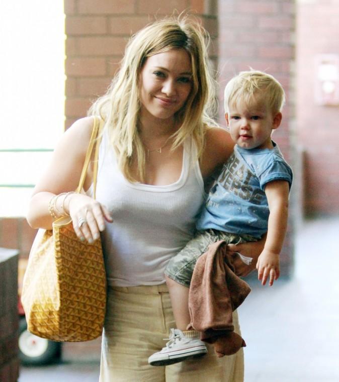 Hilary Duff et son fils Lucas à Los Angeles, le 29 mai 2013.