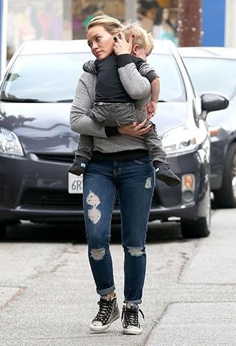 Hilary Duff et son fils Luca à Los Angeles le 26 janvier 2014
