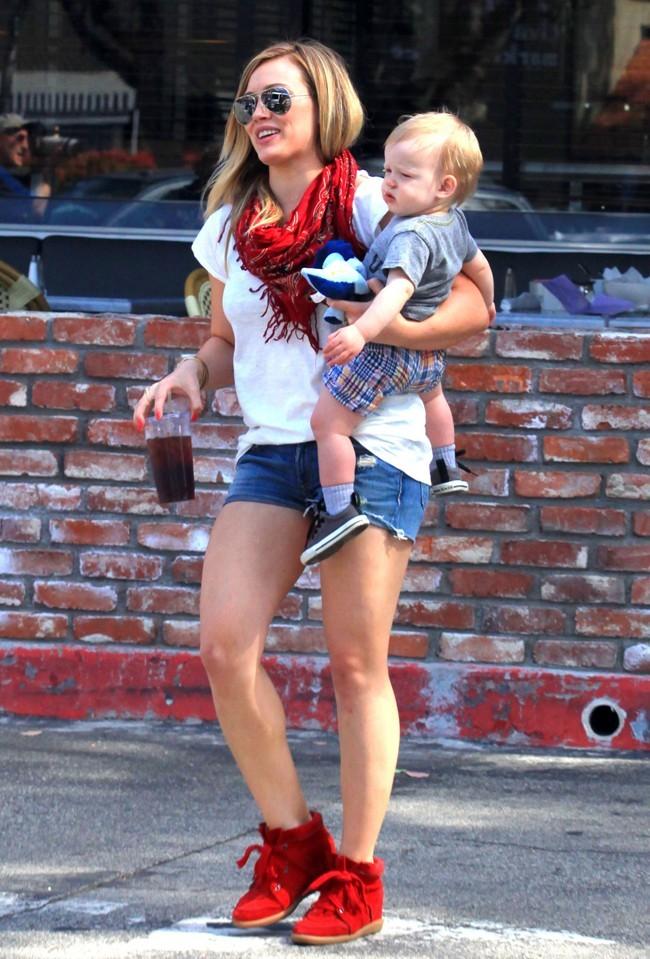 Hilary Duff et Luca le 24 mars 2013 à Los Angeles