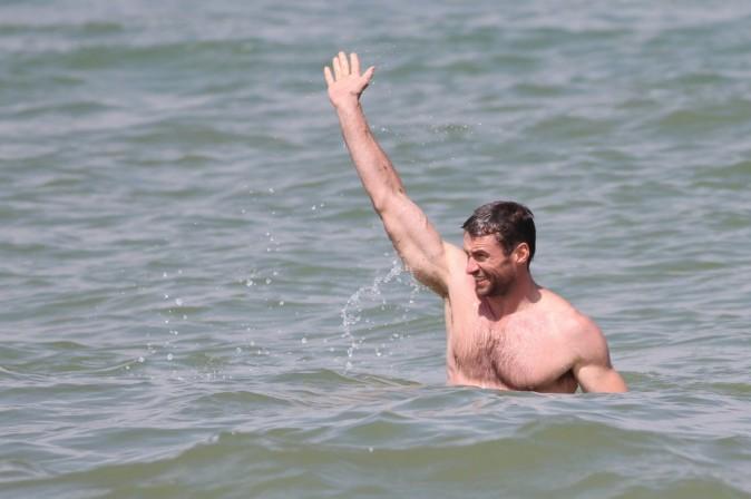 Coucou, c'est moi le mec le plus sexy de la plage !