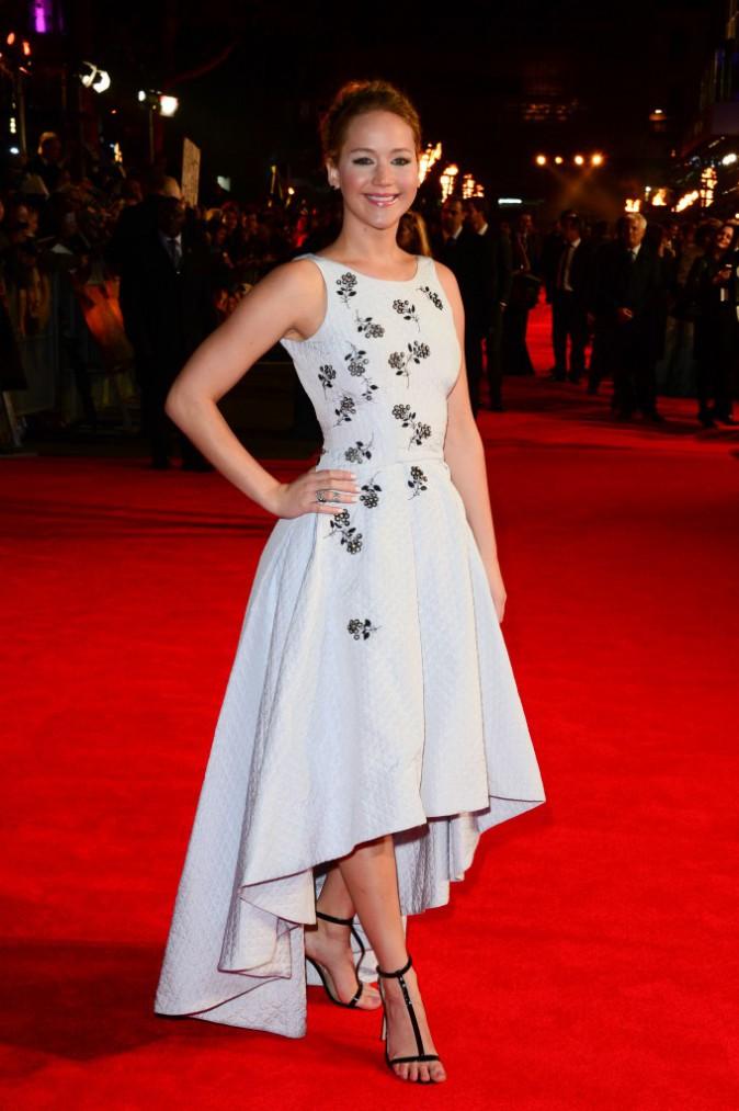 Jennifer Lawrence à Londres pour l'avant-première de Hunger Games 3, la révolte (partie 1)