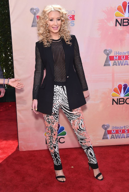 Iggy Azalea sur le tapis rouge des iHeartRadio Music Awards le 29 mars 2015