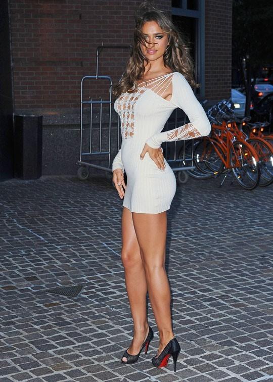 Irina Shayk sait jouer de ses courbes affolantes !