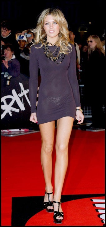 Abbey Clancy : Voilà une robe minimaliste!!