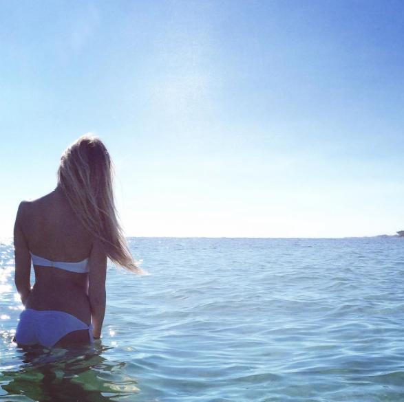 "Photos : Iris Mittenaere et Camille Cerf : des ""soeurs"" sexy en bikini !"