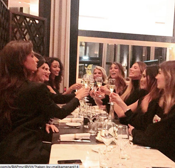 Photos : Iris Mittenaere : Miss France 2016 réconfortée par ses copines !