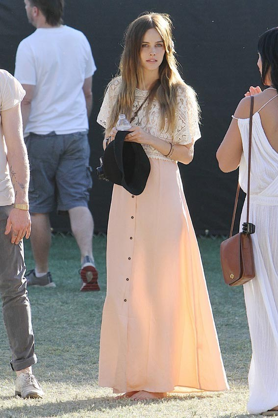 Isabel Lucas au Festival de Coachella en Californie, le 17 avril 2011.