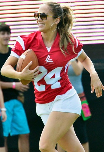 Jennifer Lopez et Casper Smart jouent au football à Puerto Rico