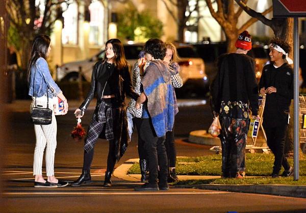 Jaden Smith, Kylie et Kendall Jenner, et quelques amis à Calabasas, le 9 mars 2014.