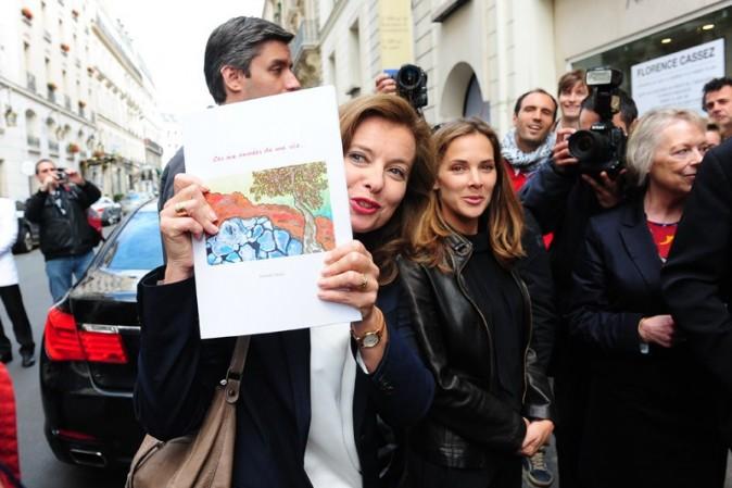 Mélissa Theuriau et Valérie Trierweiler à la vente aux enchères pour Florence Cassez le 16 juin 2012